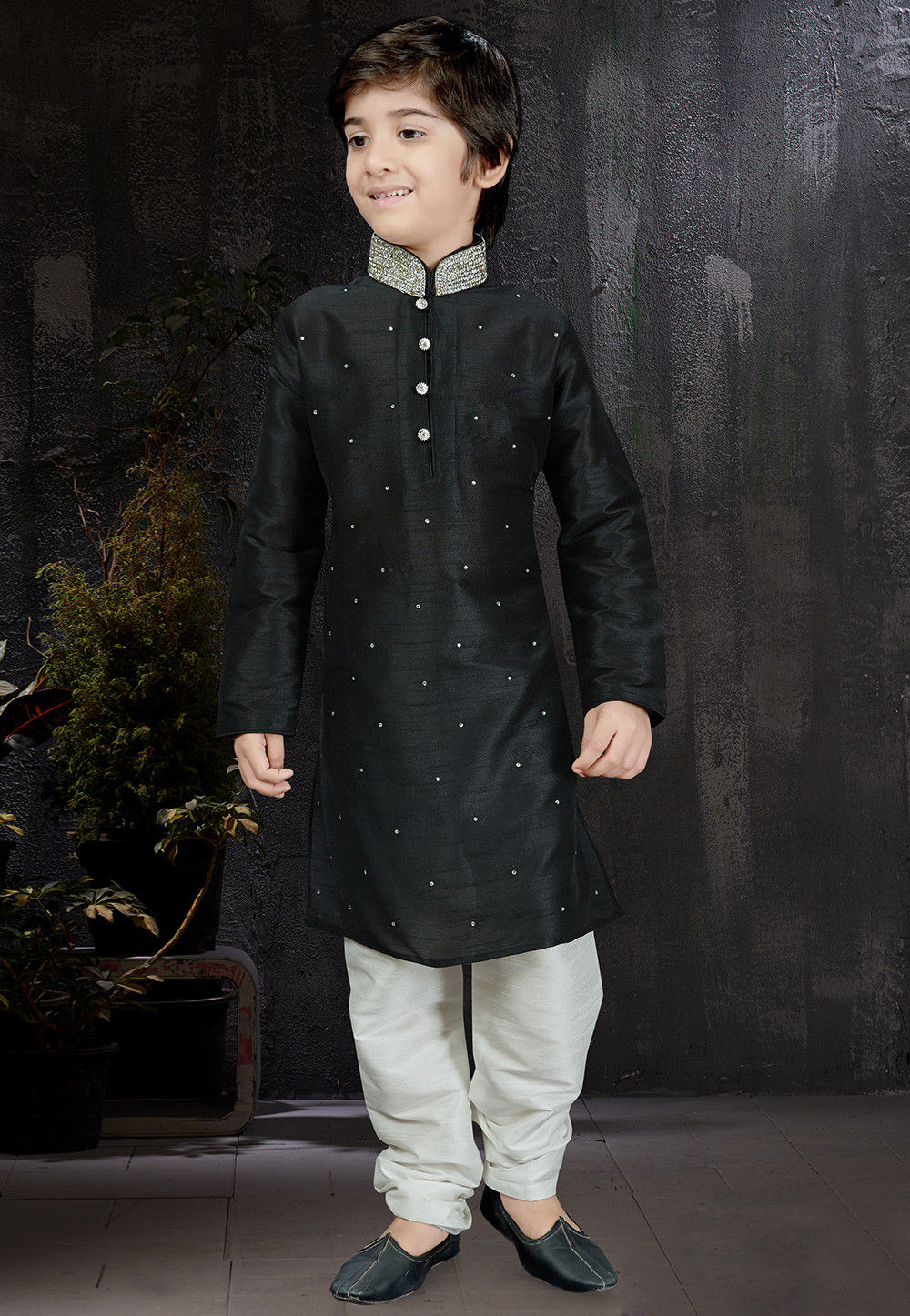 b7264ef112 Embellished Dupion Silk Kurta Set in Black : UND614