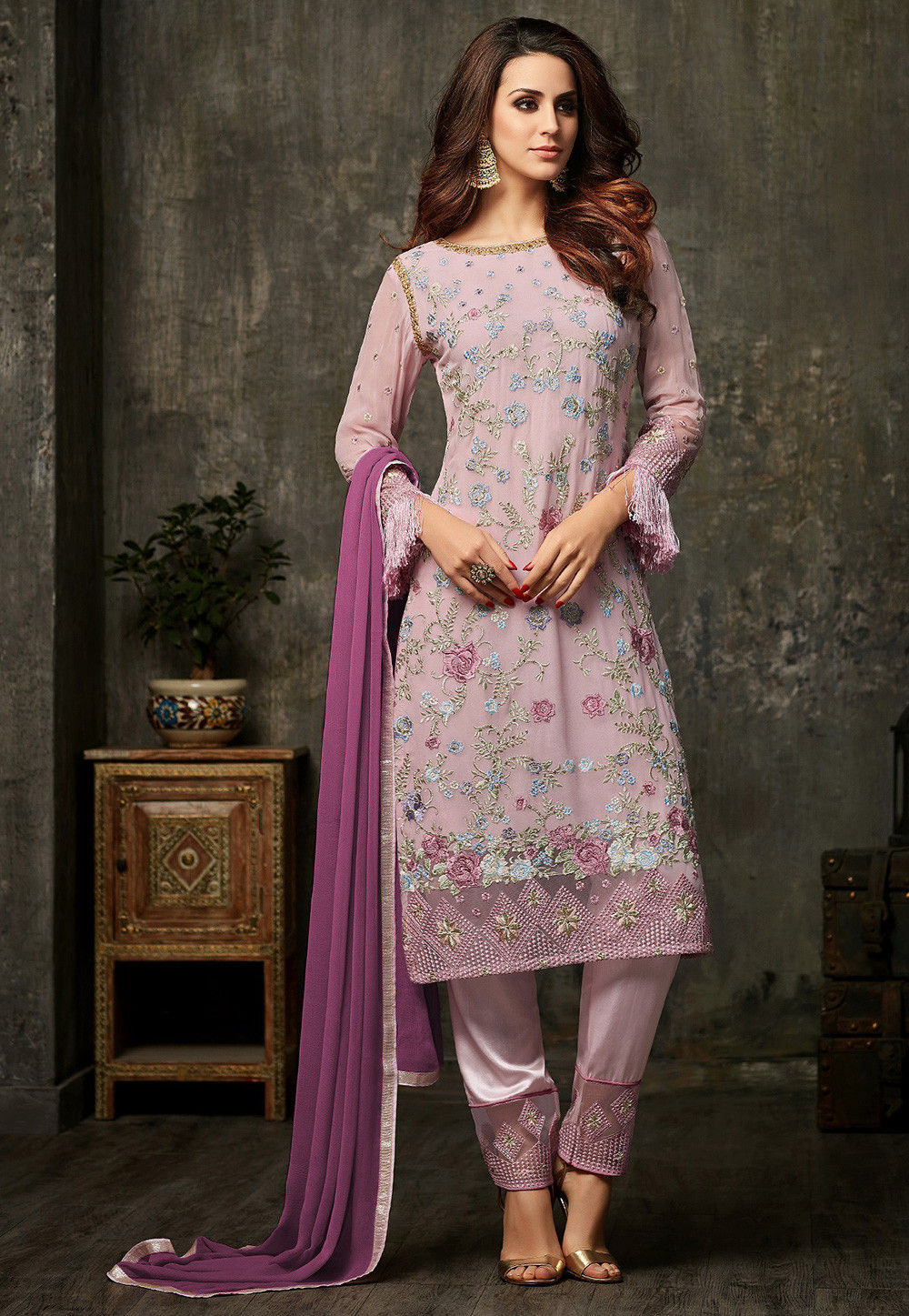 Embroidered Georgette Pakistani Suit In Dusty Pink Kch1129