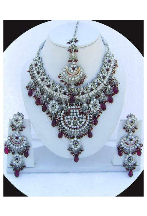 Stone Studded Necklace Set in Wine