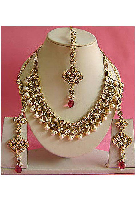 Kundan Studded Necklace Set in Pink and White