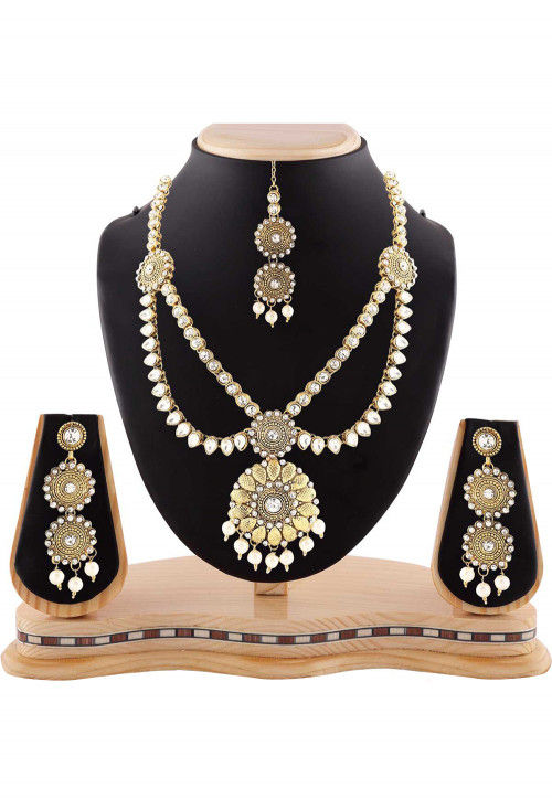 Stone Studded Necklace Set in White