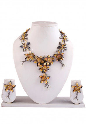 Beaded Floral Metallic Necklace Set