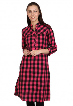 Check Printed Cotton Kurta in Pink and Black