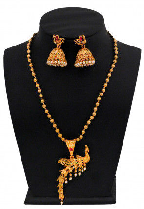 Golden Polished Stone Studded Peacock Style Pendant Set