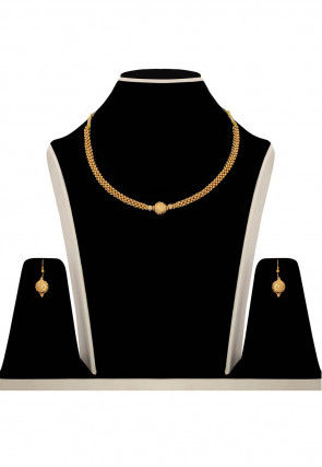 Metal Necklace Set in Gold