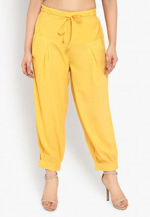 Solid Color Polyester Cropped Joggers Pant in Yellow