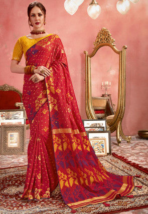Woven Art Silk Saree in Maroon